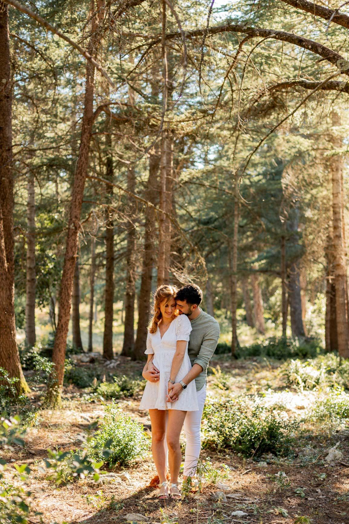 Séance photos couple forêt Lubéron | Justine Maquart Photographe